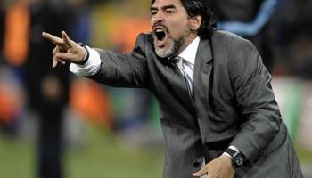 مارادونا يتهم ميسي وكتيبته بإهدار هيبة الأرجنتين