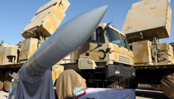 بالصور .. ايران تكشف عن منظومة صواريخ جديدة لــ الدفاع الجوي ..