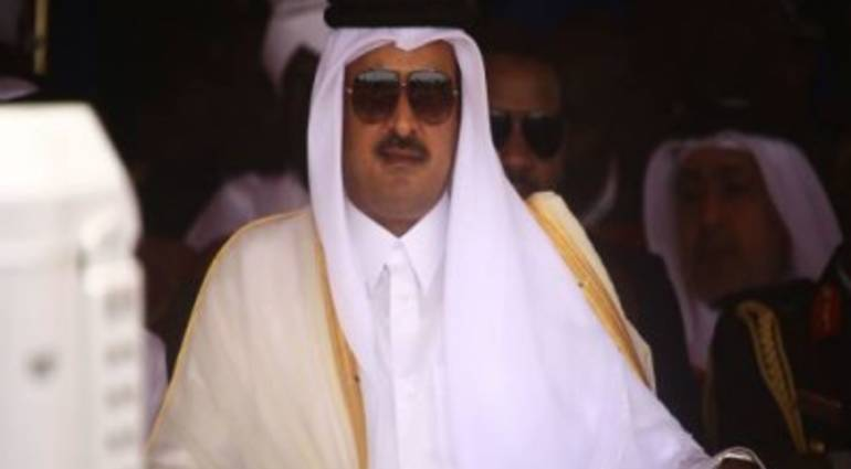 The Emir of Qatar presents 10 billion to a US official to lift the siege