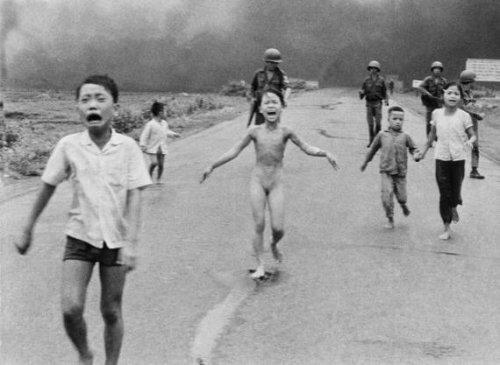 شاهد صور هزت العالم إنسانياً وبعضها تسبب بانتحار مصورها
