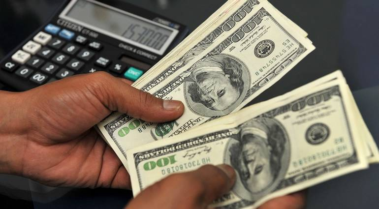 The low price of the dollar in the Iraqi market .. How much