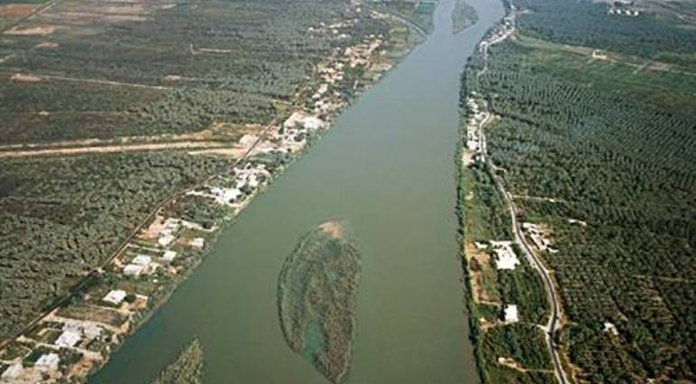 Agriculture - Iraqs neighbors deliberately cut off river water to destroy its economy