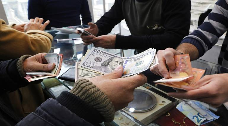 Iraqis lose half of their assets deposited in Iranian banks after the collapse of the Toman